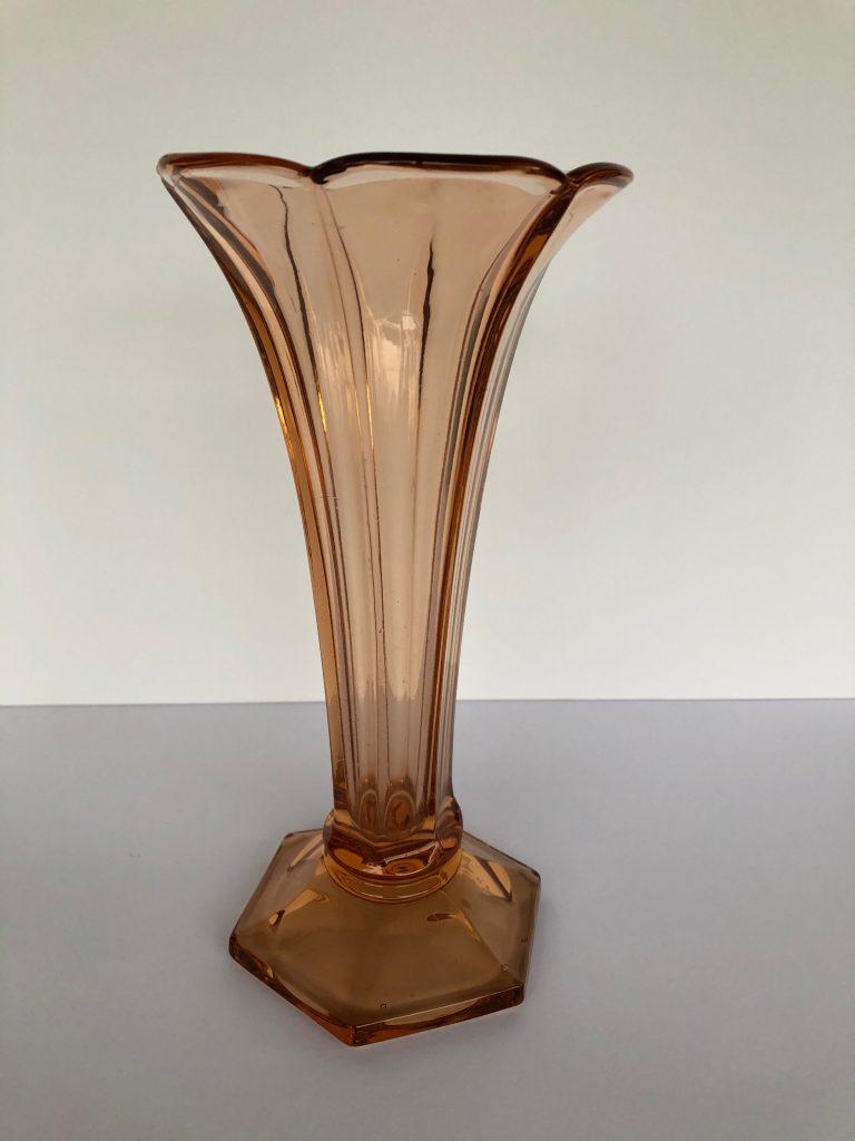 """Vase """"américain"""" orange en Luxval, cristallerie du Val-Saint-Lambert. Epoque Art Déco. H: 23 cm."""
