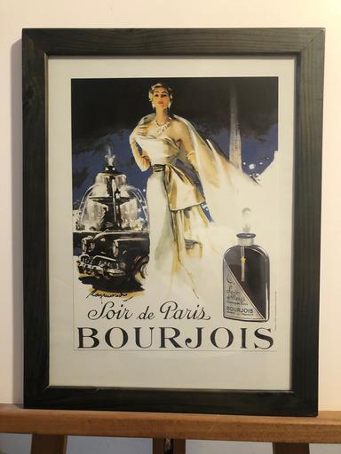 Gravure publicitaire, Soir de Paris de Bourjois. Encadrée sous verre dans un cadre en bois bleu. Dim : 45 x 34,5 cm.